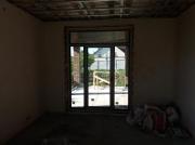 Выход дверей на террасу, вид изнутри