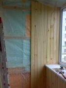 балкон обшивають дерев'яною вагонкою-5_thumb