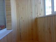 балкон обшивають дерев'яною вагонкою-6_thumb