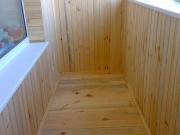 балкон обшивають дерев'яною вагонкою-9_thumb